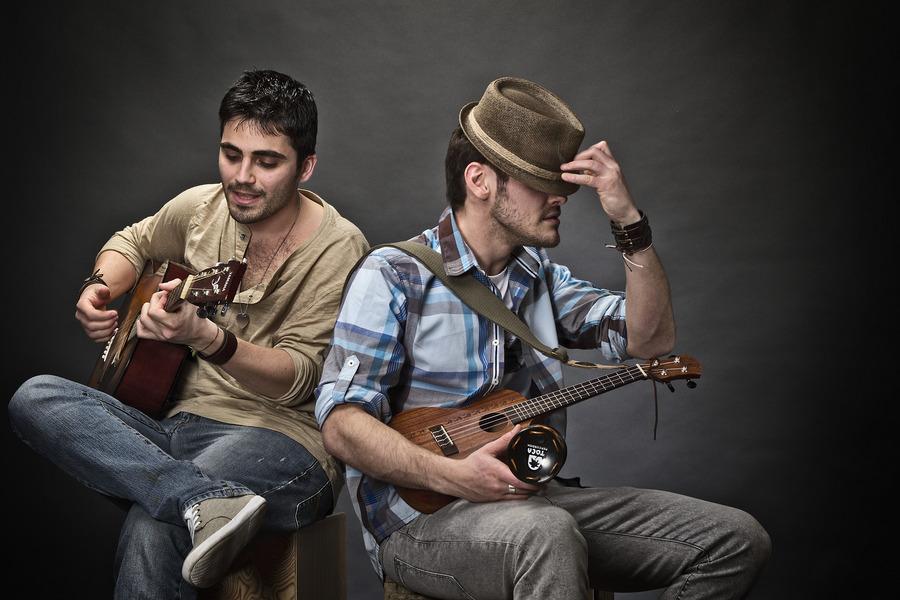 Akira Manera Acoustic Duo